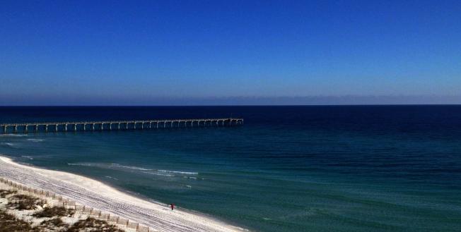 全美最佳海灘第四名潘西可拉海灘(Pensacola Beach)。(取自TripAdvisor網頁)