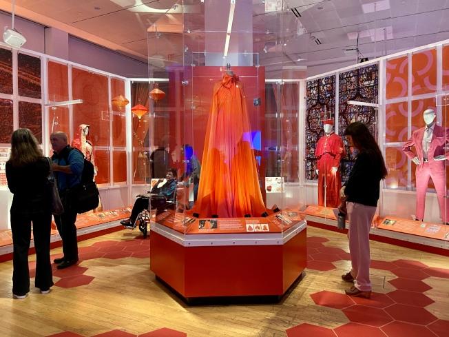 「紅色意義大廳」揭示色彩在不同文化與文明中的含義。(記者鄭怡嫣/攝影)