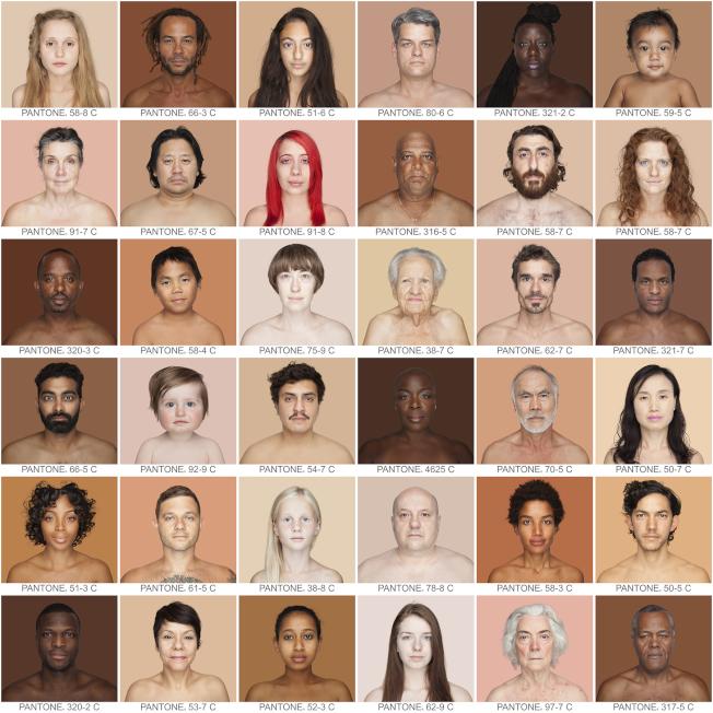 「膚色大廳」展示攝影系列作品「人」,展現人類多樣化的面貌與膚色。(記者鄭怡嫣/攝影)
