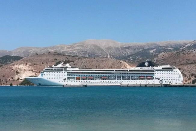 地中海郵輪公司歌劇號(MSC Opera)2000名乘客被告知留在船上隔離檢疫。 取材自維基百科
