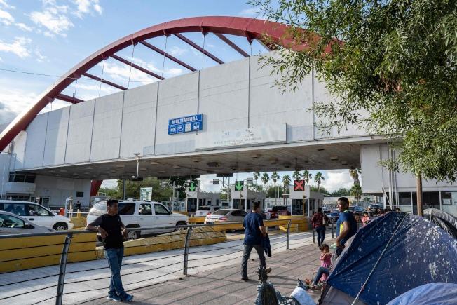 司法部長巴維理不顧法院裁決,逕行下令遣返無證移民。圖為美墨邊界口岸。(Getty Images)