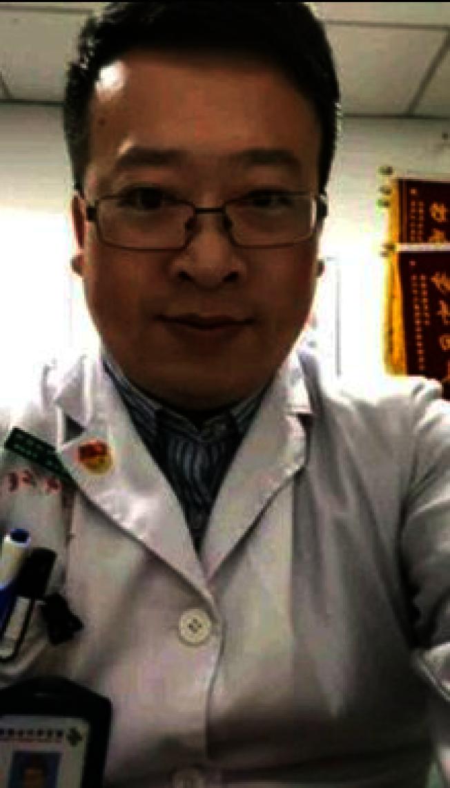 李文亮為武漢中心醫院眼科醫師,被稱為新冠肺炎疫情「吹哨人」。(取材自微博)