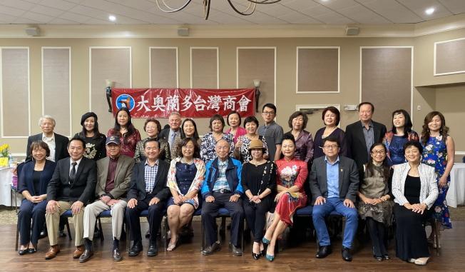 大奧蘭多台灣商會2020迎春聯歡會,商會成員和來賓合影。(記者陳文迪/攝影)