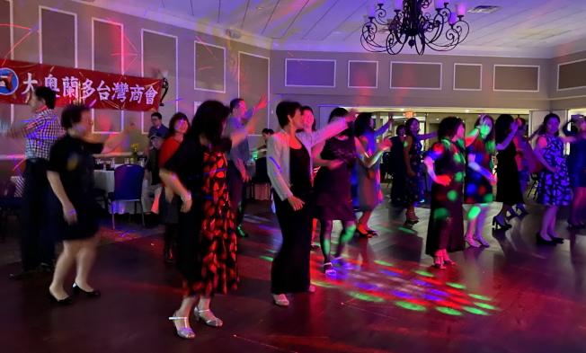 大奧蘭多台灣商會2020迎春聯歡會之舞會一景。(記者陳文迪/攝影)