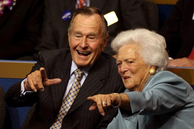 老布什夫妻情话 惹哭医护和幕僚