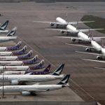 疫情猛、航班減 國泰港航飛機機場「曬太陽」