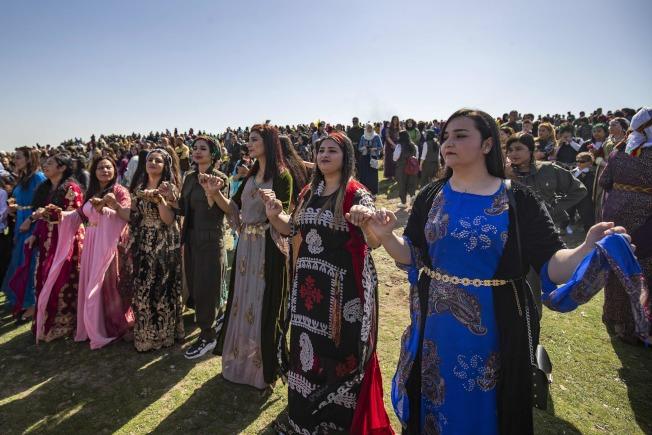 敘利亞,庫德足(Kurds)婦女齊聚,慶祝節日。(Getty Images)