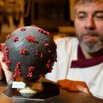 敢吃嗎?法國麵包師做出新冠病毒造型甜點