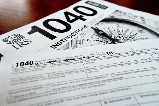 很多人拖到4月15日期限截止才報稅,可是匆匆忙忙的填寫稅表很容易犯錯。(美聯社)