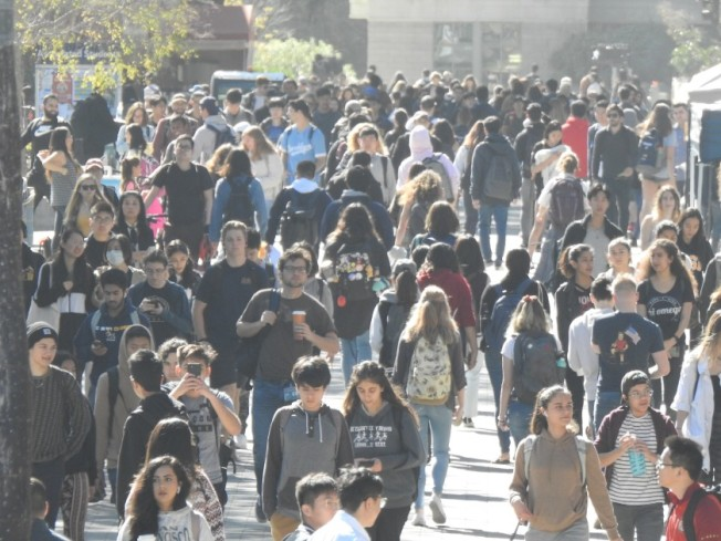 聖地牙哥加大學生上課面臨重大改變。(聖地牙哥聯合論壇報)
