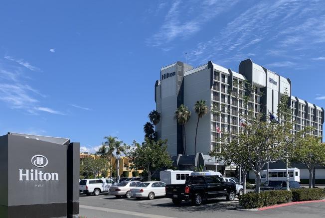 受新冠肺炎疫情影響,中資擁有的爾灣希爾頓酒店因3600家廠商、逾8萬7000人參加的美西天然產品博覽會臨時取消,五天500多個房間被退訂,損失慘重。(記者胡清揚/攝影)