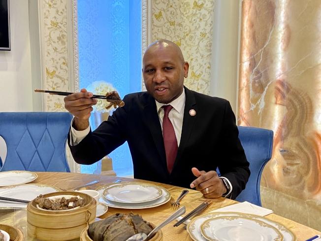 理查茲表示,他喜歡吃中餐。(記者朱蕾/攝影)