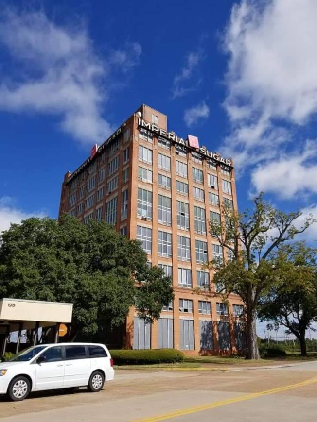 帝國糖廠大樓迄今仍受糖城歷史協會保護。(Imperial Sugar Company臉書)