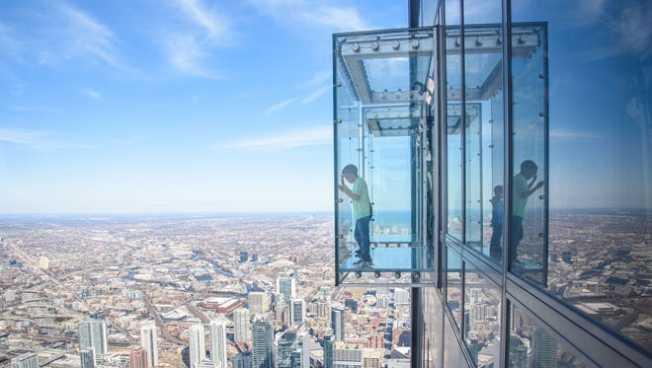 Willis Tower (又稱Sears Tower) 。