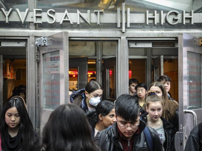 史岱文森高中64名教師聯名發信,呼籲立即關閉紐約學校。(美聯社)