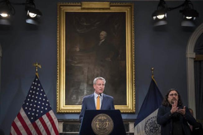白思豪(發言者)宣布紐約市將關閉所有公校。(市長辦公室提供)