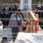 ICE暫停移民執法:不會在醫院抓人 移民面談、入籍均停