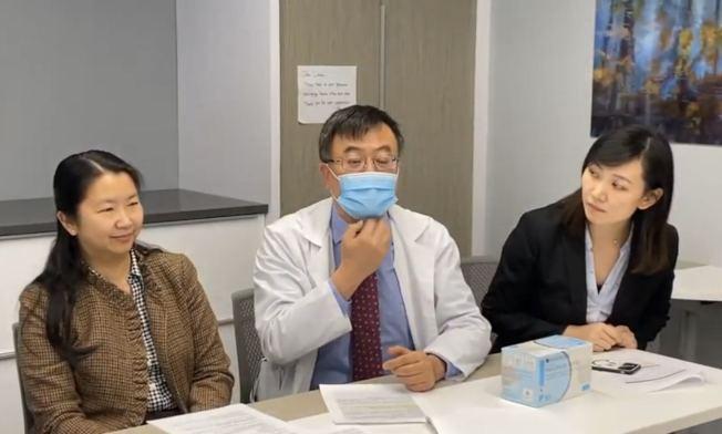 醫師建議配戴醫用口罩時包括整個下巴。(記者牟蘭/攝影)