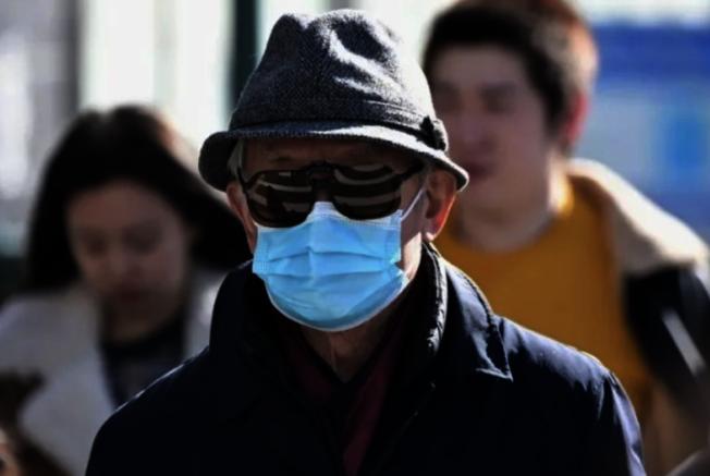 醫用口罩一般有效使用時間在四小時內。(本報檔案照)