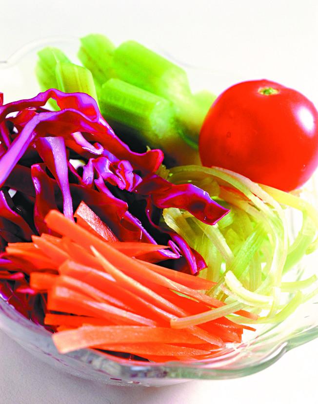 多攝取新鮮蔬果,有助遠離癌症。(本報資料照片)