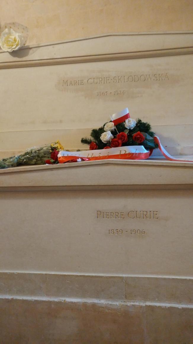 安放在巴黎先賢祠的居禮夫婦石棺。(圖:作者提供)