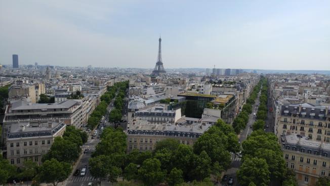在凱旋門上俯瞰巴黎街景。(圖:作者提供)