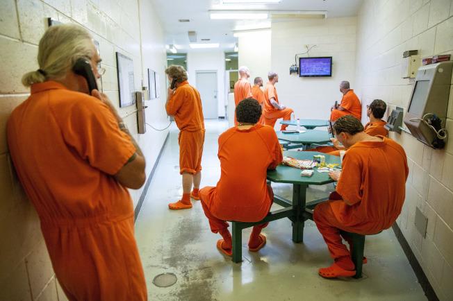 愛達荷州位於特溫福爾斯的監獄,囚犯也因新冠肺炎疫情希望能提前申請釋放。(美聯社)