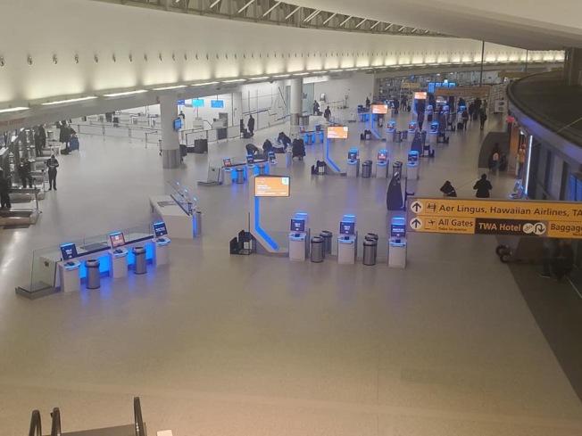 新冠肺炎疫情影響旅客出行計畫,甘迺迪國際機場近來人流稀少。(讀者提供)