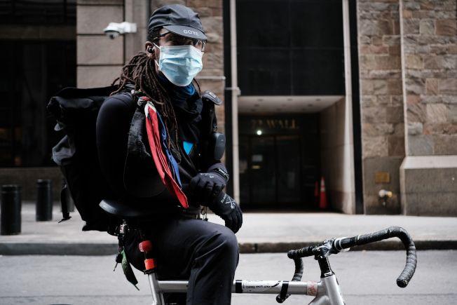 因應防疫需求,市府將在全市增加單車道。(Getty Images)