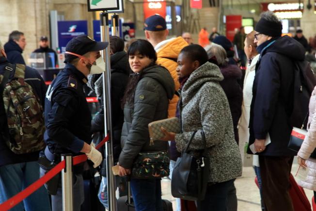 米蘭市於3月9日下令封城,民眾爭相前往火車站,設法出城。(歐新社)