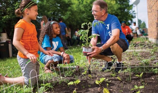 有些YMCA提供免費照顧兒童。( YMCA 臉書)