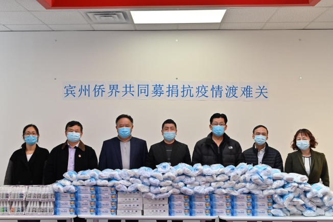 美東深圳總商會、賓州僑團聯盟等發起支援費城抗疫募捐,右三起梁鴻生、林建新、朱楓。(主辦單位提供)