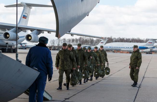 圖為俄軍派出支援飛往義大利。(歐新社)