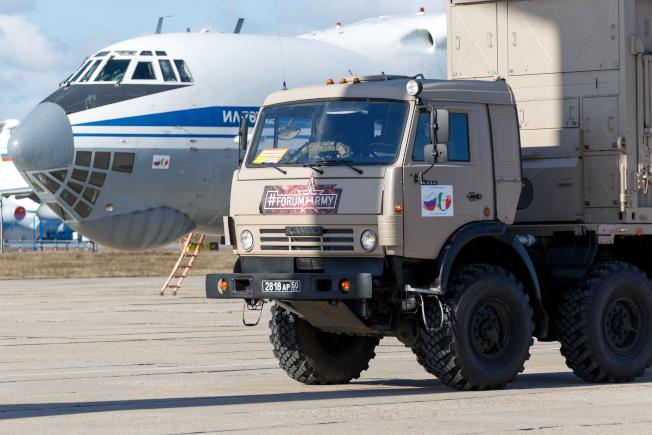 22日孔蒂總理曾親自致電俄國總統普亭求救,而後俄羅斯不僅馬上允諾「派兵馳援」,9架載滿醫療物資、陸軍消毒車,與100名俄軍化學兵、軍醫與生化戰專家的IL-76運輸機,更在24小時內就降落在羅馬。(路透)