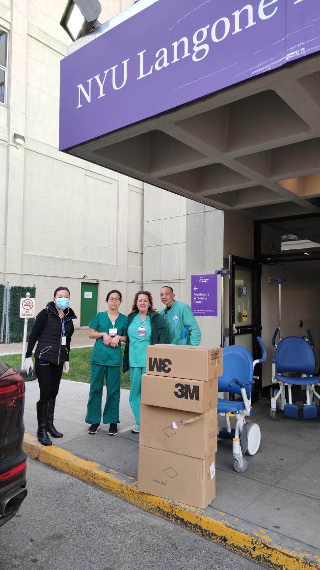 纽约大学朗格尼医院布碌仑分部收到华裔捐赠的口罩等物资。(罗维宗提供)