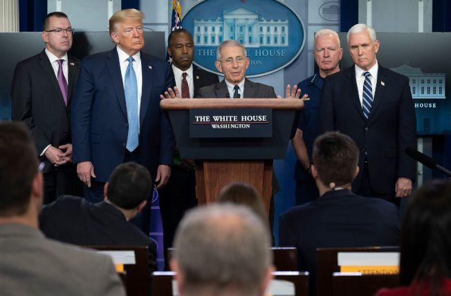 白宮抗疫因應小組成員之一、傳染病專家佛奇(Anthony Fauci)在白宮新聞發布會上。(Getty Images)