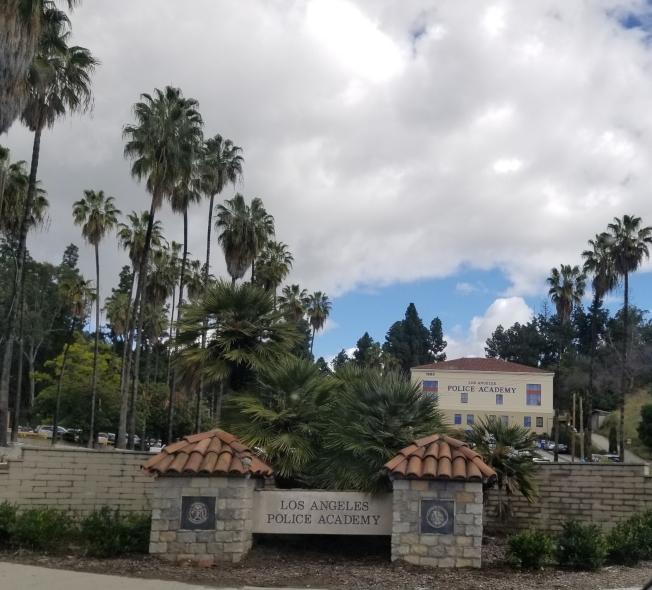 洛杉磯市警局警員學校疫情期間變「營地」,提供一線警員休息空間。(記者高梓原/攝影)