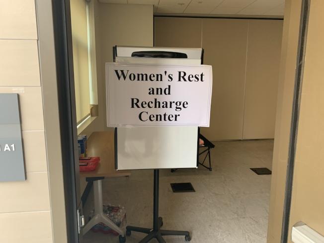 女性警員也有專門休息室。(記者高梓原/攝影)