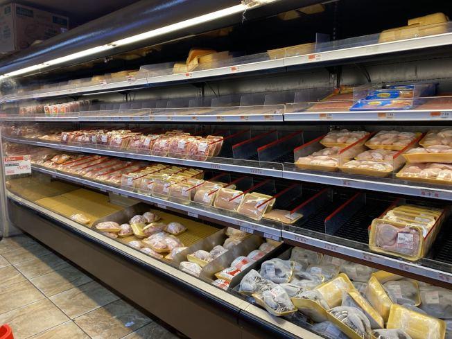 由於貨源的不足,華人業者表示,肉類等產品將出現暫時的短缺。(記者牟蘭/攝影)