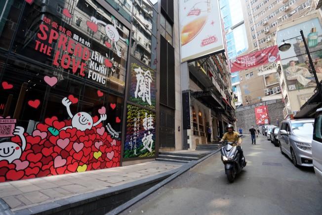 香港蘭桂坊樂一支樂隊成員7人全部確診新冠肺炎。(中通社)