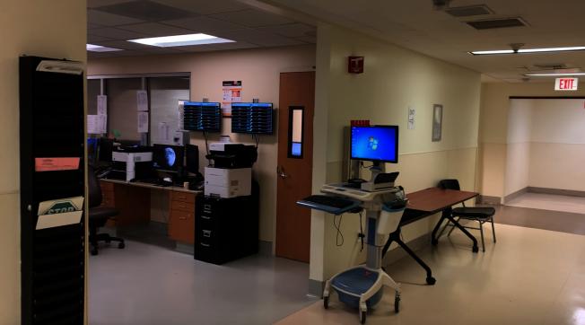 比佛利医院急症室办公室有条不紊。(记者陈开/摄影)