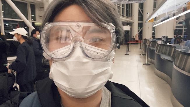 龐皓元在機場準備登機。(龐皓元提供)