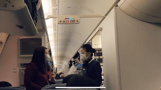 机组人员全员配戴护目镜、口罩、手套。(庞皓元提供)