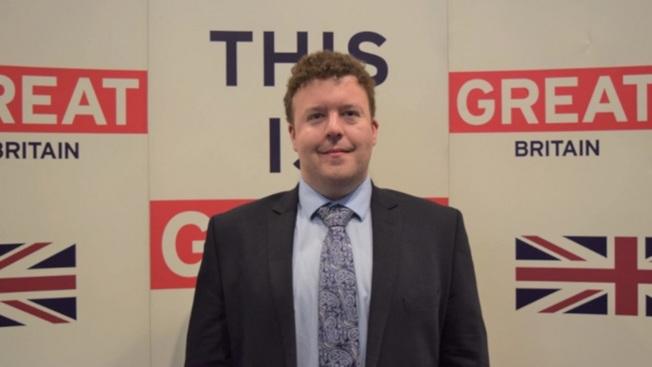 37歲的英國駐匈牙利布達佩斯副大使狄克因新冠肺炎不治。(取自推特)
