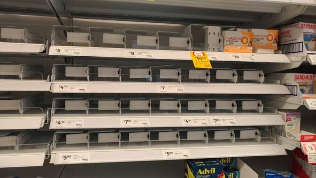 澳洲雪梨民眾不只搶購生活物資,藥局的藥品也被搶購一空,足見民眾的焦慮感。圖/詹千佳提供
