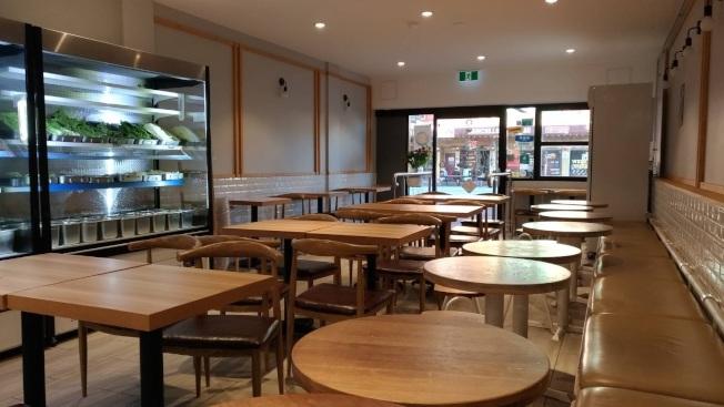 澳洲雪梨一家中式餐館,店內空蕩蕩,生意一落千丈。圖/詹千佳提供