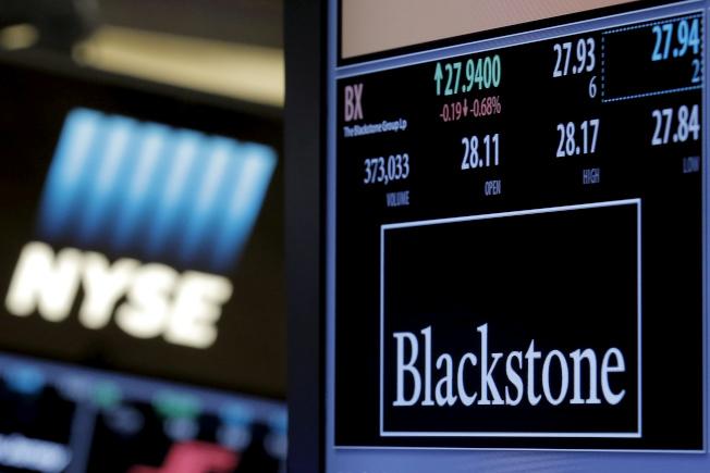 私募股權公司阿波羅(Apollo)和黑石集團利用2017年的稅改法案改變公司結構,股價飆升約90%。(路透)