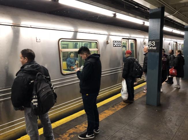 因疫情影響,MTA取消地鐵多條線路及快車服務。(記者洪群超/攝影)