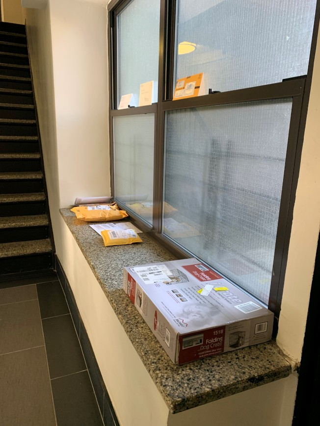因應疫情包裹投遞採「不接觸、不簽收」措施。(記者劉大琪/攝影)