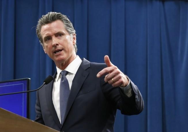 加州州長25日宣布屋主可緩付房貸90天。(美聯社)
